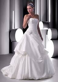 wedding dresses for rent the advantages of a rented wedding dress