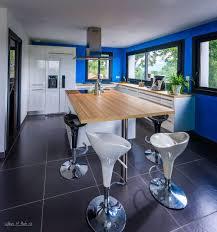 cuisine mur bleu cuisines bleues 3 réalisations étonnantes à découvrir le