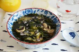 comment cuisiner les algues soupe wakame et chignons food algues
