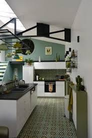 cuisine petit budget petit budget et système d une cuisine ouverte qui joue la crédence