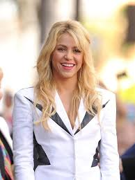 what color is shakira s hair 2015 4 stylish shakira hairstyles popular haircuts
