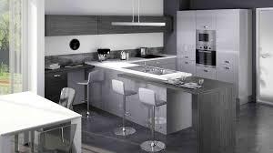 cuisine gris et cuisine bois gris moderne et blanc meubles clair carrelage imitation
