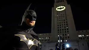 Batman Lights Los Angeles Lights Up City Hall With Batman Signal Free Malaysia