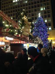 Christmas Window Decorations In Chicago thursday things holiday events in chicago tomatoes for cucumbers