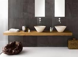 holz in badezimmer rustikale badezimmer holz waschtisch spiegelrahmen schabby