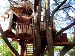 how to build a treehouse in a simple way