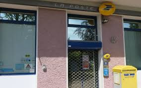 bureau de poste montrouge montrouge la poste rouvre après neuf semaines de travaux le parisien