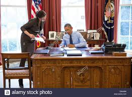 bureau president americain le président américain barack obama avec le personnel secrétaire