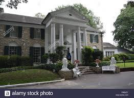 graceland the front entrance of graceland elvis presley u0027s home and now a