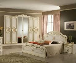 Metal Vintage Bed Frame Plain White Carpet Modern Simple Bed With Wheels Black Vintage