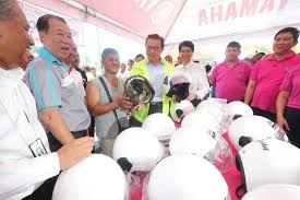 how many points for running a red light demerit points for 21 new traffic offences to be added by year end