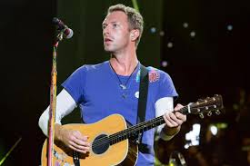 coldplay personnel how old is chris martin who s his girlfriend dakota johnson and