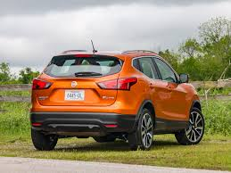 nissan rogue sport 2017 price 2017 nissan rogue sport first review kelley blue book