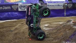 images of grave digger monster truck grave digger monster jam truck pulls off record minute long front
