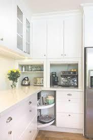 placard angle cuisine meuble d angle cuisine moderne et rangements rotatifs en 35 photos