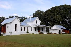 Rachel Parcell Home Rachel Parcell House Exterior Farmhouse With Gable Roof Front