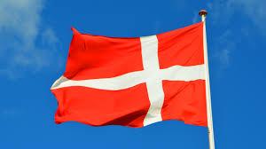 Dansk Flag Bildet Hvit Vind Rød Flaggstang Blå Himmel Viftende Flagg