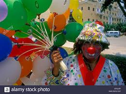 clown baloons 1 one peruvian clown balloon vendor selling balloons eye