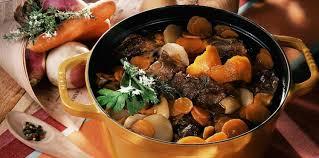 cuisiner un pot au feu bœuf mode en pot au feu facile et pas cher recette sur cuisine
