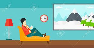 dans le canapé un homme asiatique é sur le canapé dans le salon et tenant