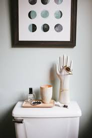 Gray And White Bathroom Accessories by Best 25 Hipster Bathroom Ideas On Pinterest Brass Bathroom