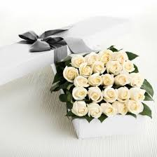 in a box delivery 2 dozen white roses in a box delivery to philippines roses box to