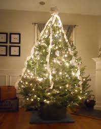 sparkling xmas tree decorations ideas with white ribbon and led