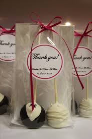 wedding gifts for guests ideas wedding favour cake pops it right my lol