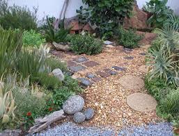 garten mit kies steine pflanzen außenbereich gestalten