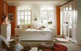 schlafzimmer landhausstil weiss landhausmöbel schlafzimmer weiß rheumri