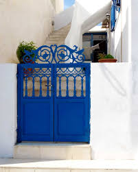 beautifull and pretty blue house door check it out why people