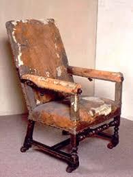 fauteuil de malade musée du théâtre par la compagnie des sylves