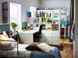 trennwand schlafzimmer moderne ideen zur optischen trennung durch regal raumteiler