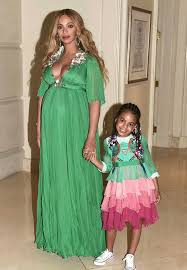 beyonce dresses blue in 26k dress at premiere daily mail