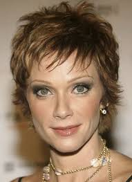 best short hairstyles for older women to try now