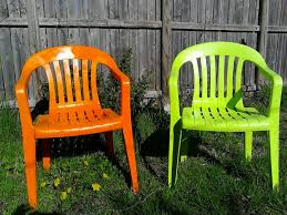 Paint For Outdoor Plastic Furniture by Refurbish Your Old Lawn Chairs With Some 5 Rustoleum Paint