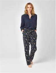 tenue de ville homme comment porter le pyjama en dehors de son lit madame figaro