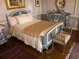 file antique bed set casa loma jpg wikimedia commons
