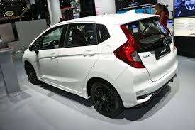mobil honda sport jazzed up new sport trim adds athleticism to the honda jazz