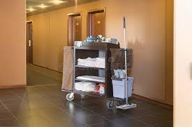 chariot femme de chambre chariot de ménage d hôtel image stock image du intérieur 29666903