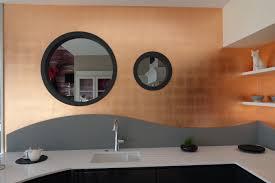 cuivre cuisine dorure feuilles de cuivre sur murs de cuisine studio julien gautier