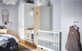 coin bebe dans chambre des parents pour ce coin bébé petit lit table à langer et rangements sont
