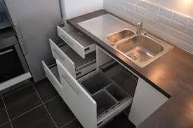 cuve cuisine tiroirs sous évier avec poubelles intégrées evier 1 cuve et demi
