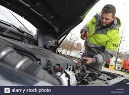 car service driver adac road patrol driver kai maier shows how to short a car battery