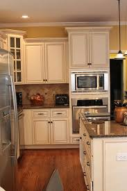 White Kitchen Cabinets With Glaze by 25 Best Kitchen Wall Colors Ideas On Pinterest Kitchen Paint