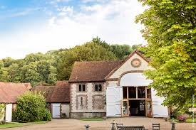 Wedding Venues In Hampshire Barns The Manor Barn Wedding Venue Buriton Hampshire Weddingvenues Com