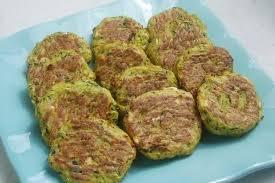 cuisiner courgettes recette de bouchées courgette et feta la recette facile