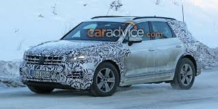 2017 volkswagen touareg spied with less camouflage photos 1 of 12