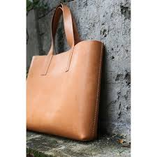 Handmade Leather Tote Bag - a handmade leather tote bag could save your everyday fashion