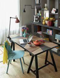planche de bureau un bureau recouvert de lino